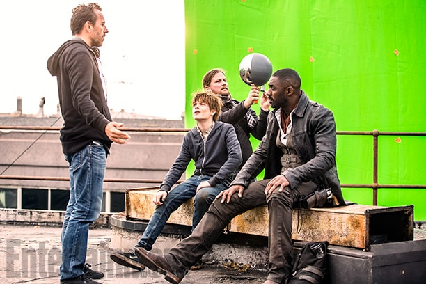 The Dark Tower (2017) L to R: Director Nikolaj Arcel, Tom Taylor and Idris Elba on the set