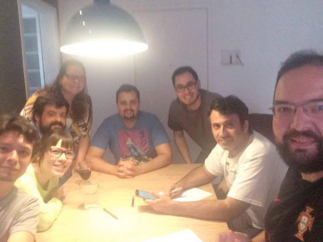 Foto tirada na casa de Antônio, em Nitéroi, 206, mostra reunião entre os sócios. Da esquerda para direita: Yure(FoB), Aline (FoB), Antonio Pop (RBX), Fabiana (RBX), Fabio Ribeiro, João Barcelos (FoB), Fabiano Neme (RBX) e Diego (Meeple BR).
