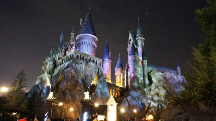 Fachada do castelo de Hogwarts no The Wizarding World de Orlando
