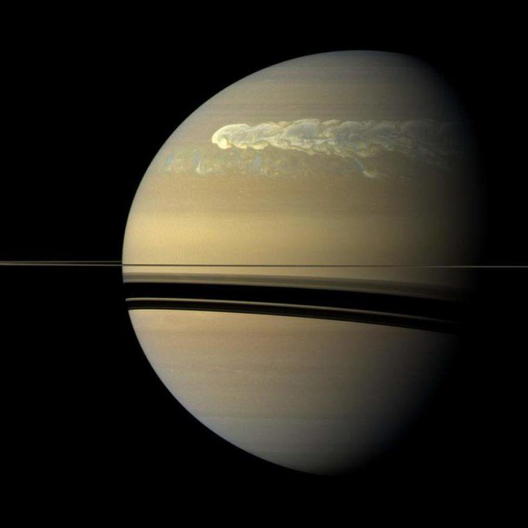 A tempestade de proporções monstruosas na superfície de Saturno