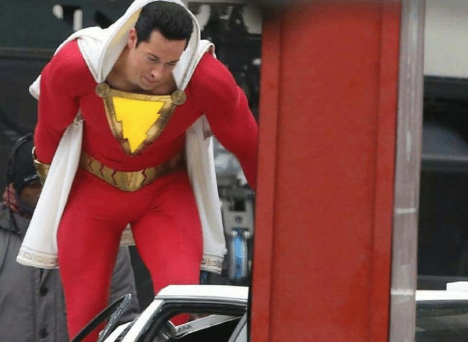 Shazam Zachary Levi Aparece Com O Uniforme Do Heroi Em Foto Dos Bastidores Jovem Nerd