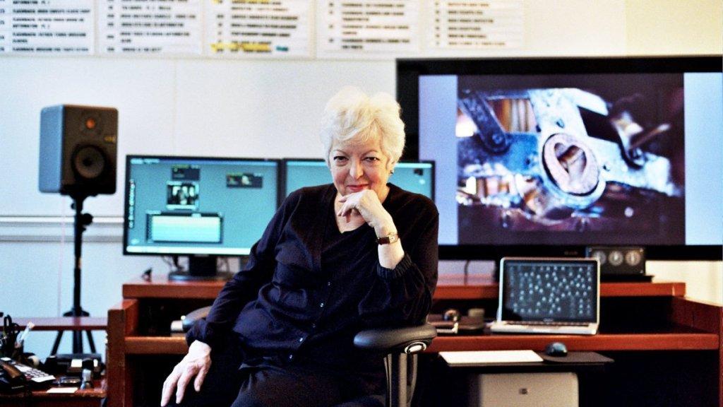 Thelma Schoonmaker em sua ilha de edição